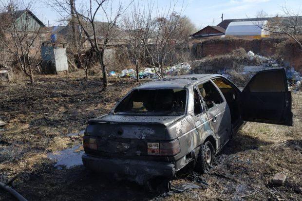 На Харьковщине выжигая сухую траву люди сожгли две надворные постройки и автомобиль