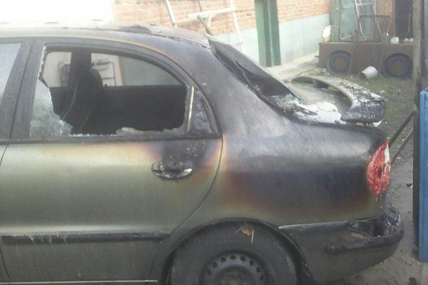 Под Харьковом пытаясь спасти автомобиль от пожара, пострадал мужчина