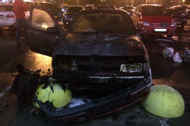 """Возле """"Каравана"""" на Салтовке сгорел автомобиль"""