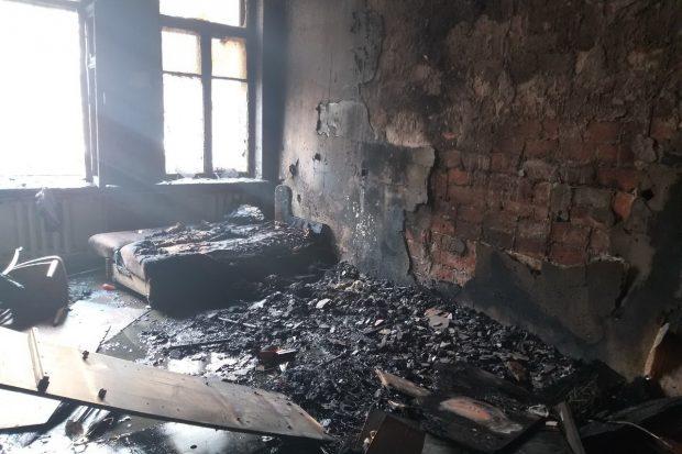 В Харькове из горящего дома спасли троих людей, которые задыхались от едкого дыма