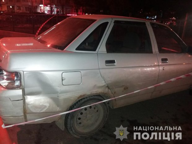 На проспекте Науки водитель сбил парня, сбежал и бросил авто