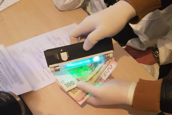 Руководителя одного из специализированных медучреждений Харьковщины разоблачили на взятке