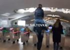 В Сети показали, как харьковчане экономят на проезде в метро