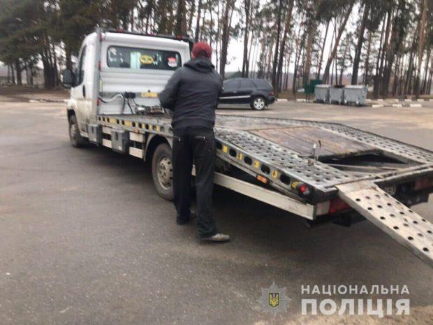 В Харькове мужчина похитил легковушку с помощью эвакуатора
