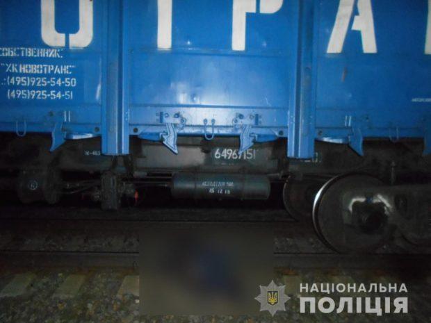 На Харьковщине под колесами грузового поезда погиб мужчина