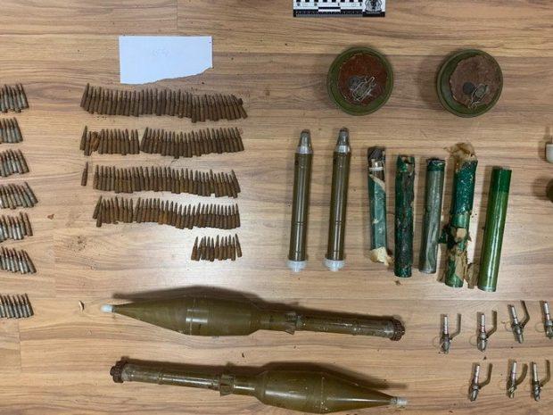 Житель Чугуева торговал оружием из районов ООС
