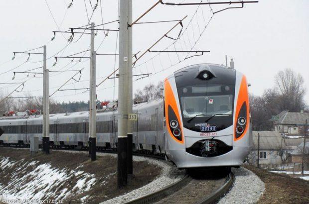 В Харькове девушка бросилась под поезд Интерсити