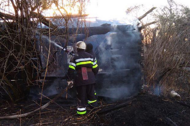 За сутки на Харьковщине выжигатели сухой травы уничтожили 2 хозяйственные постройки, 2 сарая, 2 забора и беседку