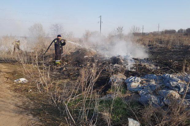 В Харьковской области пожарные за сутки 88 раз выезжали тушить сухостой и мусор