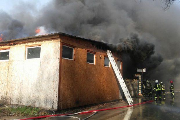В Харькове на частном СТО масштабный пожар
