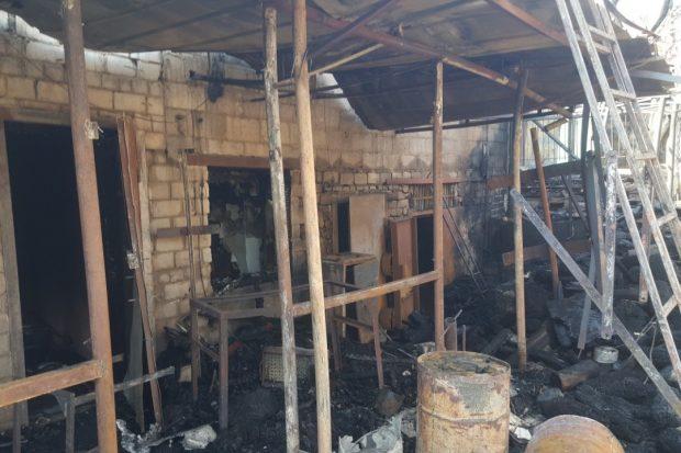 В Харькове ликвидировали крупный пожар в частном дворе