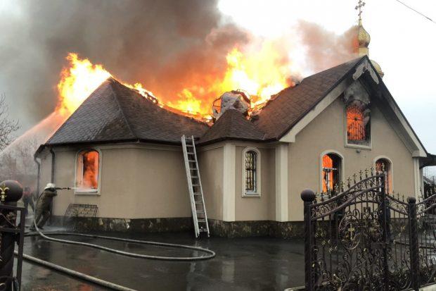 В храме под Харьковом огонь уничтожил книги, иконы и другую церковную принадлежности