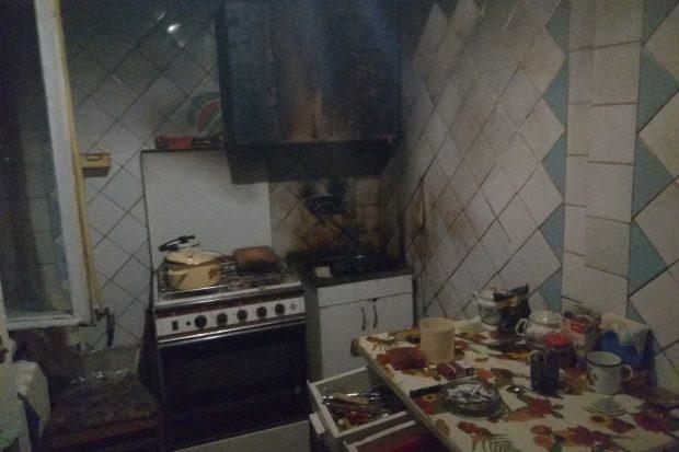 В Харькове соседи вывели из горящей квартиры мужчину и потушили пожар
