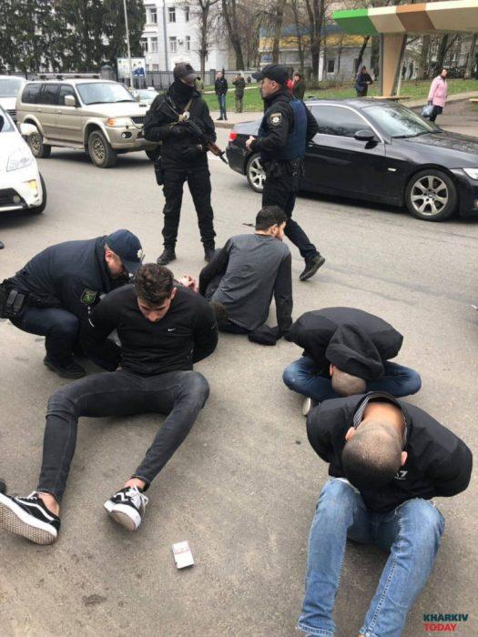 Иностранцы открыли стрельбу из машины возле части Нацгвардии в Харькове