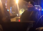 В Харькове патрульный на прощание показал нарушителю неприличный жест