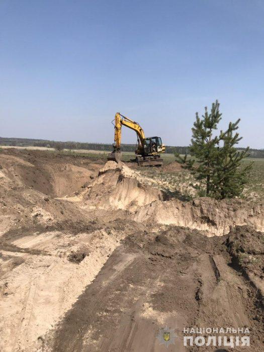 Под Харьковом незаконно добывали песок: полиция открыла уголовное производство