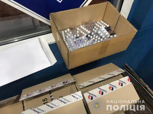 В Харькове более 2 тысяч пластин кодтерпина изъяли полицейские в аптеке