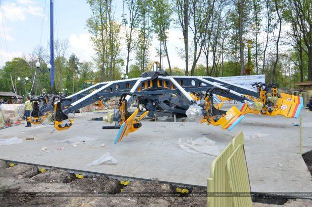 Парк Горького готовит к запуску новый экстремальный аттракцион