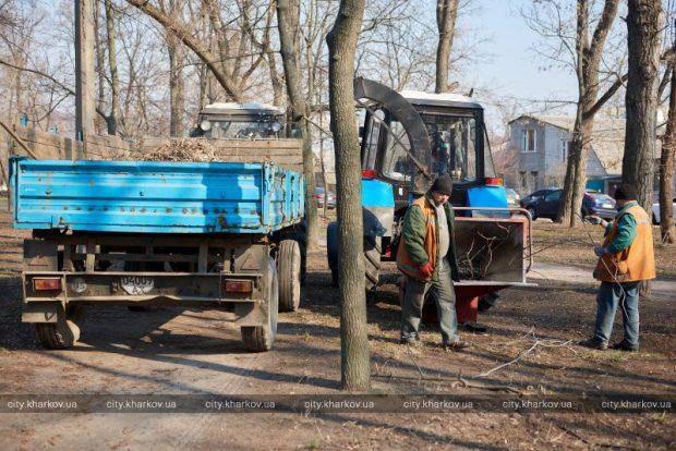 В Харькове более 20 тысяч человек вышли на субботник