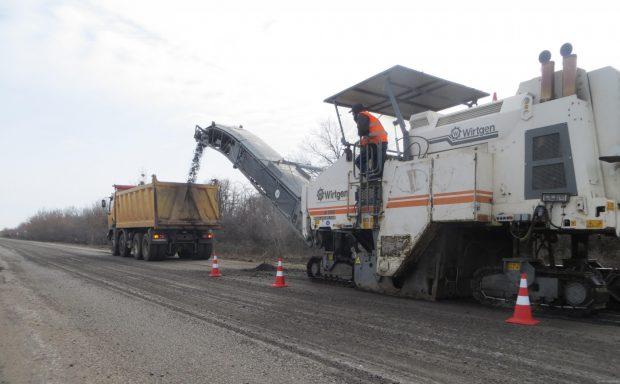 На дороге Мерефа - Лозовая - Павлоград отфрезеровали более 1,5 км покрытия