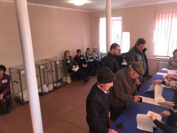 Зеленский - 16 грн, Порошенко - 141 грн: сколько кандидаты платили за голоса избирателей - КИУ