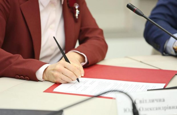 Светличная подписала распоряжение о завершении отопительного сезона