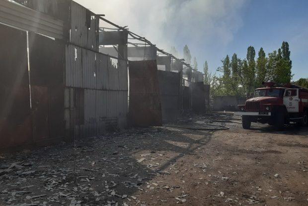 В Харькове горит складское помещение