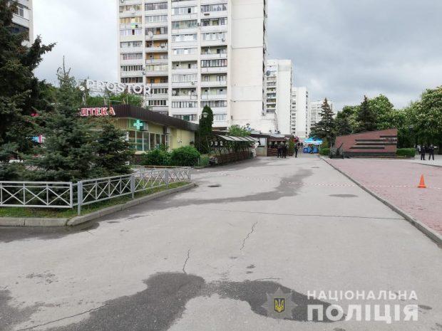 Полиция оцепила памятник Воинам-освободителям из-за коробки с конфетами и печеньем