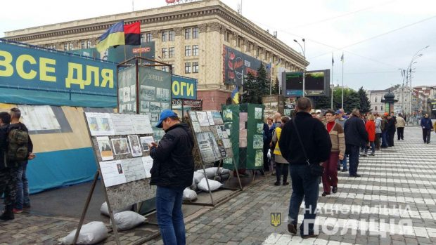 Полиция Харькова обеспечивает круглосуточную охрану волонтерской палатки в центре города