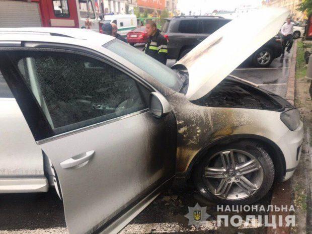 Полиция расследует поджог авто директора Департамента коммунального хозяйства