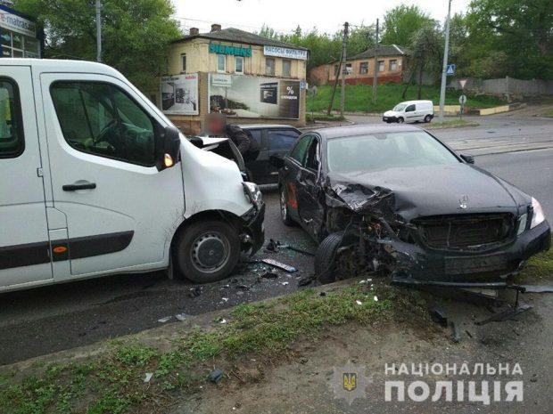 В Харькове мужчина совершил двойное ДТП на угнанном автомобиле