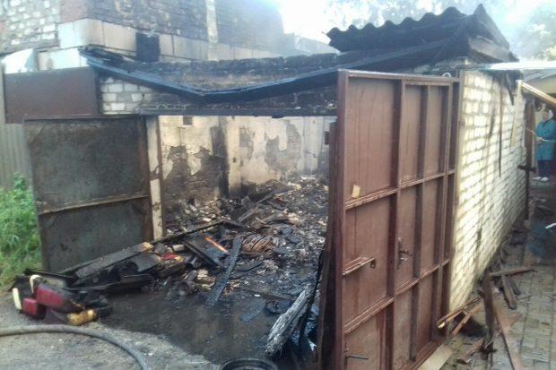 В Харькове сгорел гараж