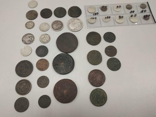 У гражданина Израиля изъяли коллекцию старинных монет в аэропорту Харькова