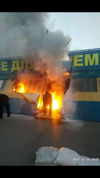 Ночью подожгли палатку волонтеров на площади Свободы