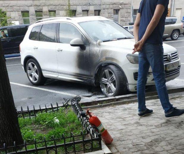У мэрии подожгли авто директора Департамента коммунального хозяйства