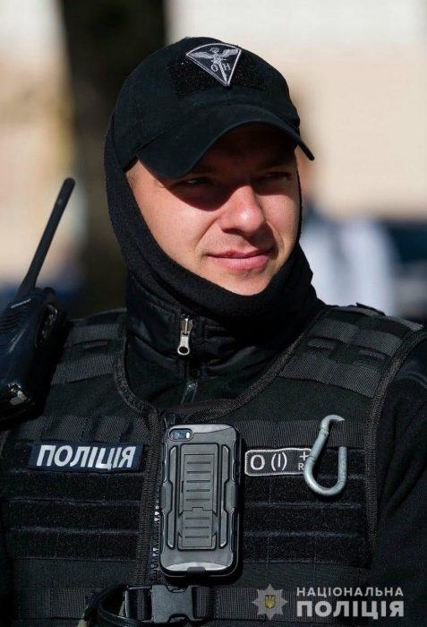 Раненый харьковский полицейский нуждается в срочной помощи