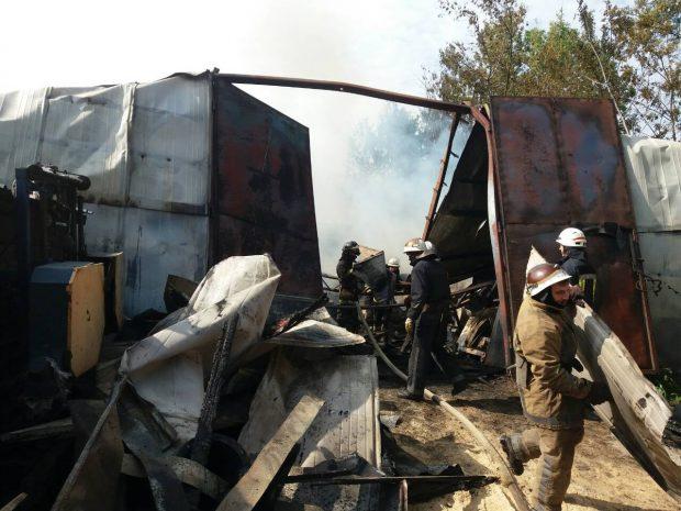 В Харькове горела пилорама