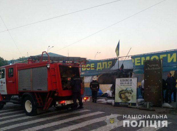 Пожар в волонтерской палатке на площади Свободы полиция расследуют как поджог