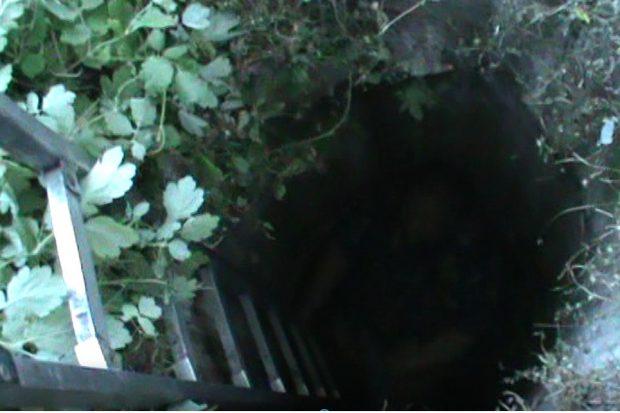 На Харьковщине спасатели достали женщину с трехметрового колодца