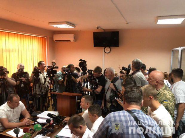 По факту нападения на видеооператора на территории ТЦ «Барабашово» троим мужчинам сообщено о подозрении