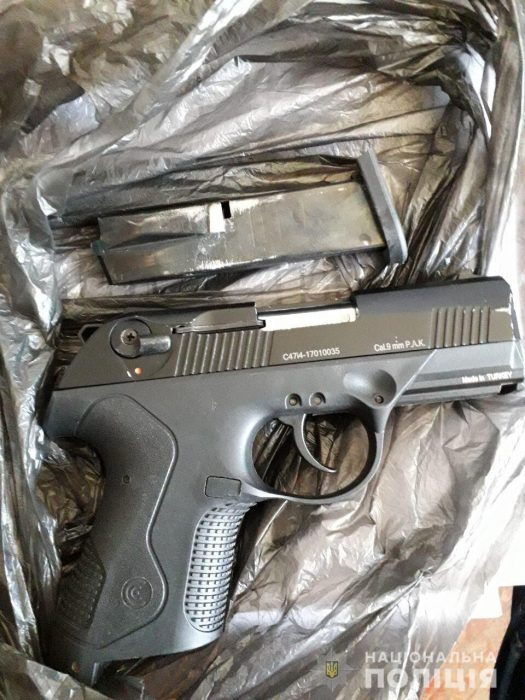 Полицейские Харьковщины изъяли у женщины оружие и боеприпасы