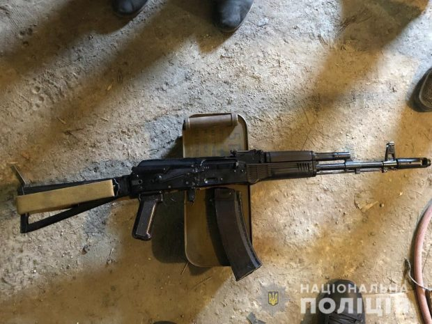 Харьковчанин хранил у себя в гараже более четырех тысяч патронов и автомат