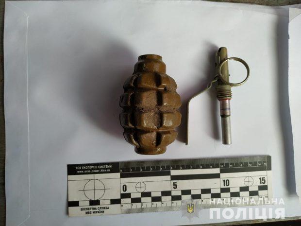 На Харьковщине полицейские изъяли у мужчины гранату