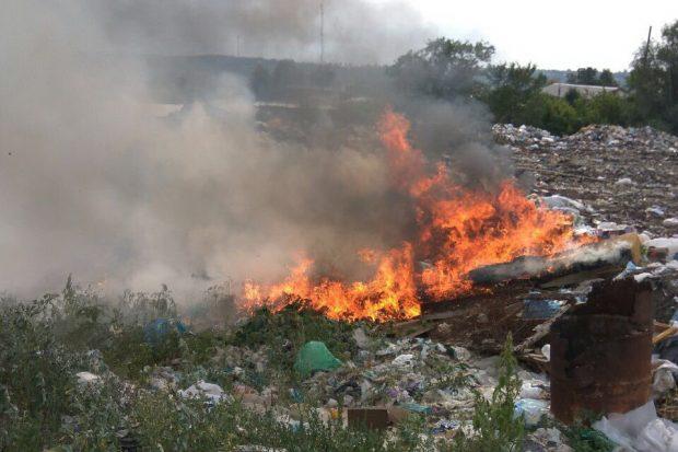 Под Харьковом масштабный пожар на свалке