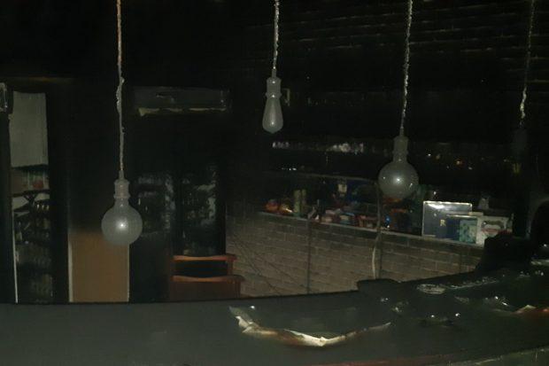 Под Харьковом спасатели ликвидировали пожар в кафе, где обнаружили тело погибшей женщины