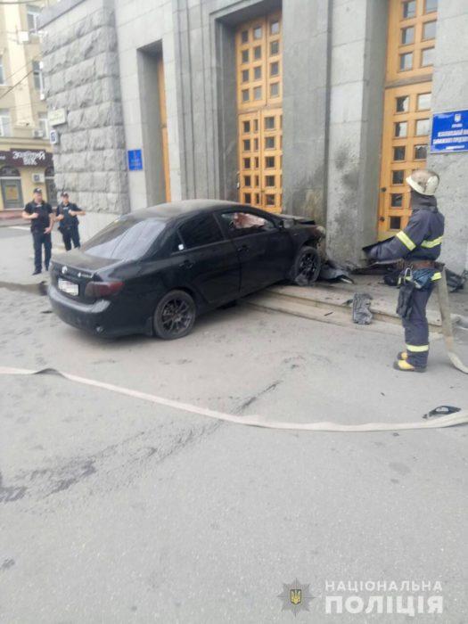 На водителя, который въехал в здание городского совета, открыли уголовное дело