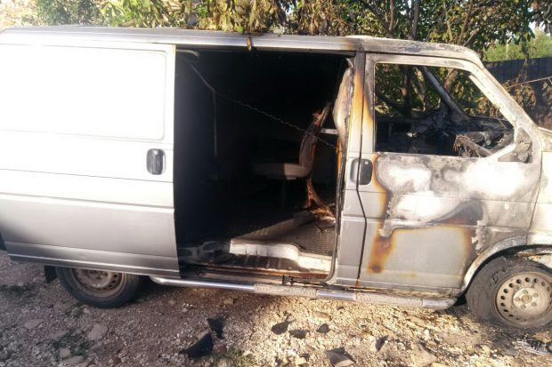Под Харьковом сгорел микроавтобус