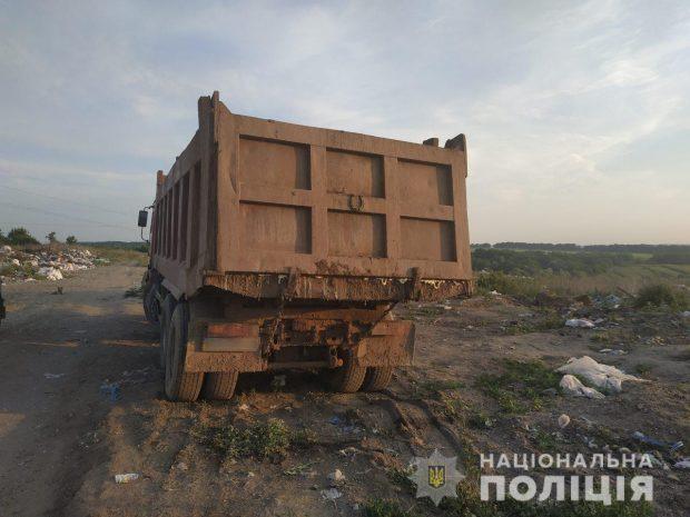 Полицейские проверяют информацию о незаконной выгрузке отходов на Харьковщине