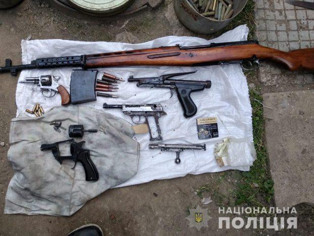 В Харькове пенсионер торговал оружием