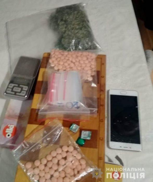 Полиция разоблачила харьковчанина в незаконной продаже таблеток трамадола